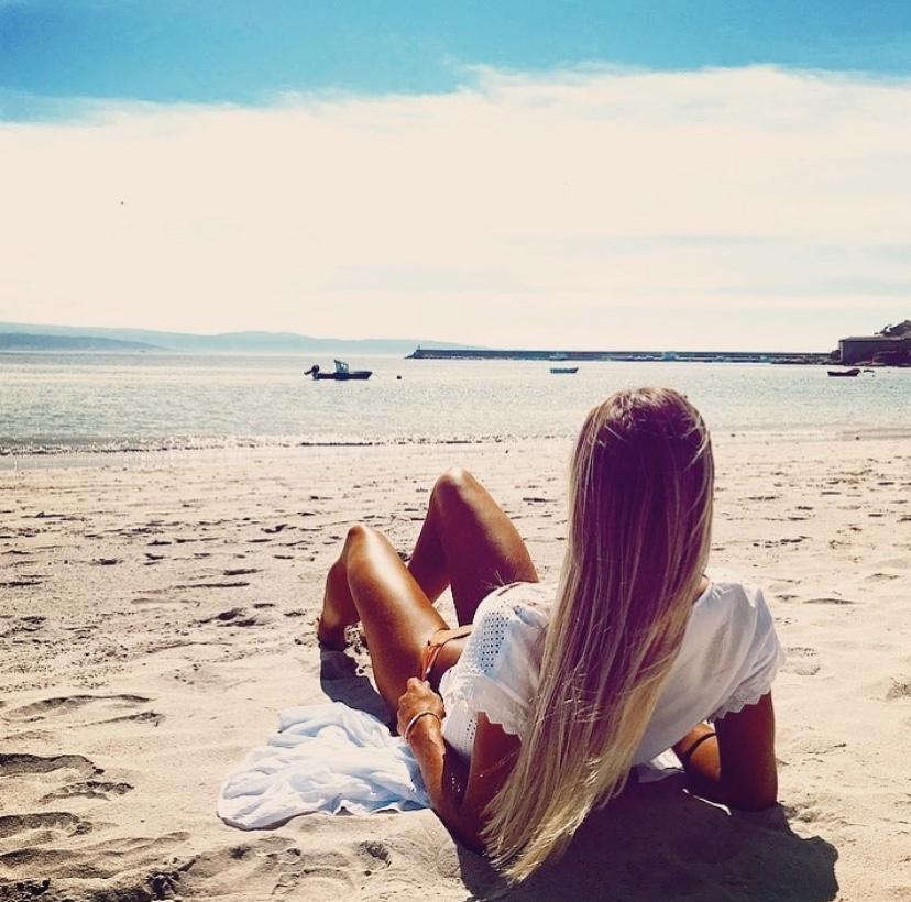 beach girl carla sanchez zurdo